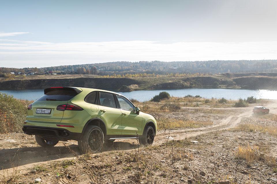 Насыщенный тест всех версий Porsche Macan и Cayenne в трех стихиях – на шоссе, треке и бездорожье. Фото 9