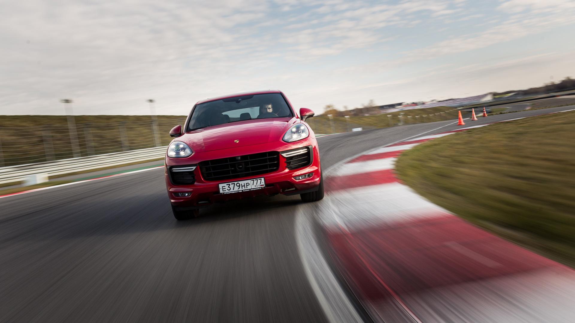 Насыщенный тест всех версий Porsche Macan и Cayenne в трех стихиях – на шоссе, треке и бездорожье. Фото 7