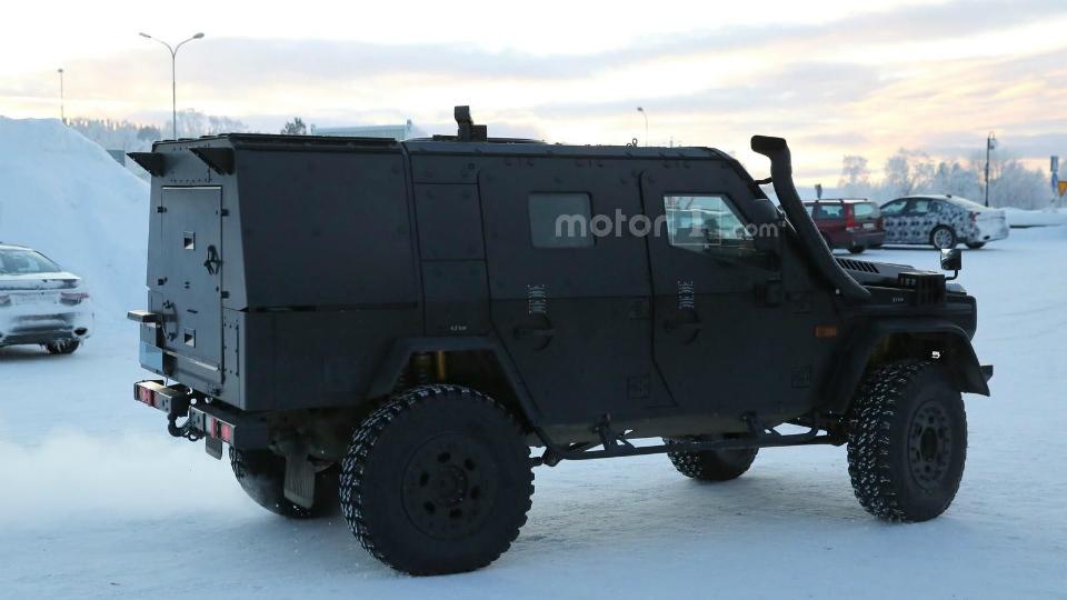 Патрульную машину построят на платформе экстремального внедорожника G500 4x4²