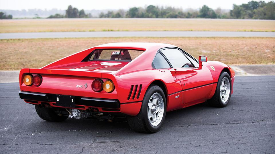 Модель 288 GTO 1985 года продадут на аукционе RM Sotheby's. Фото 2