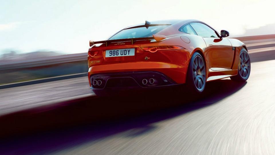 Появились официальные снимки и характеристики Jaguar F-Type SVR