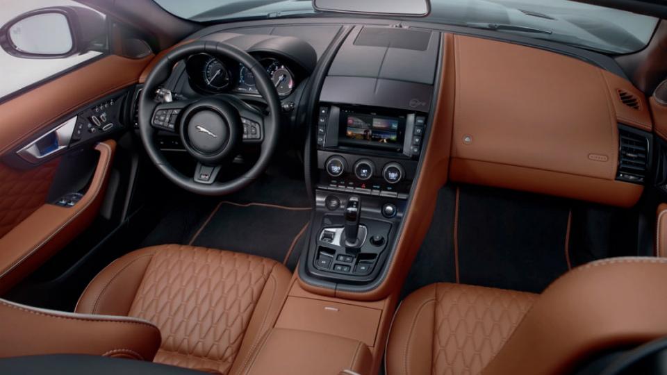 Появились официальные снимки и характеристики Jaguar F-Type SVR. Фото 1