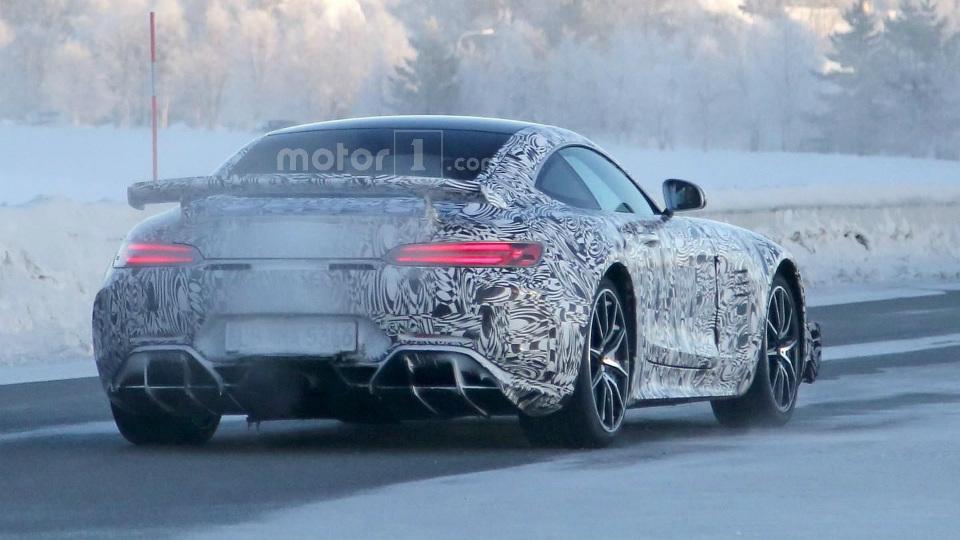 Компания вывела на тесты купе Mercedes-AMG GT R