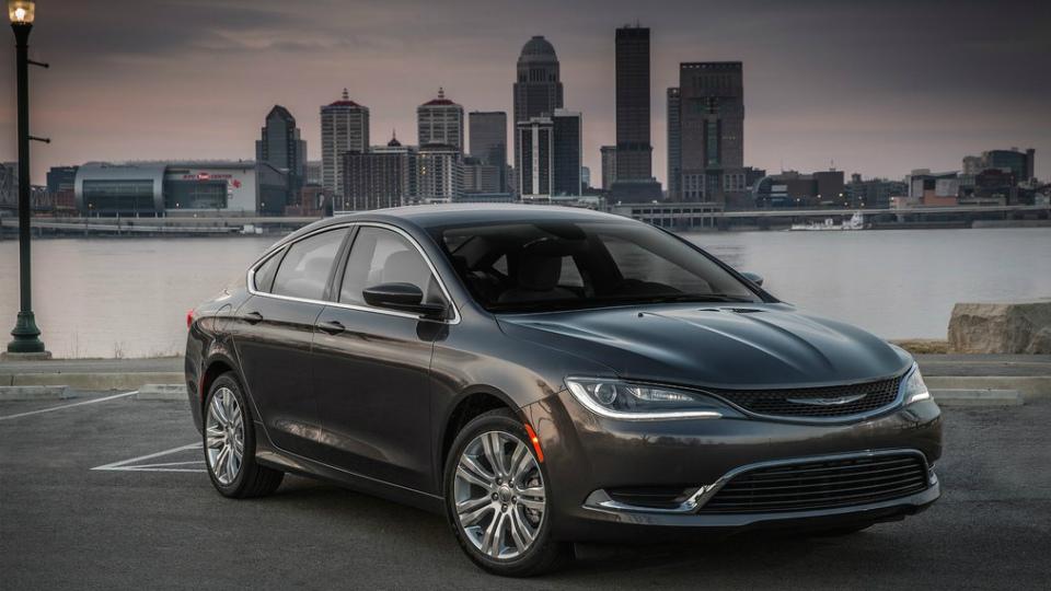 FCA прекратит выпуск Chrysler 200 и Dodge Dart через полтора года
