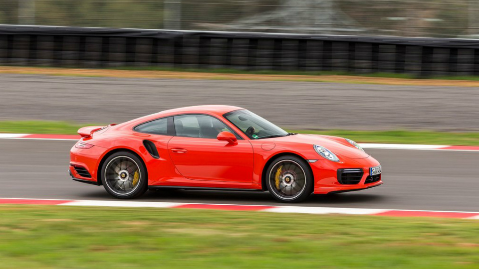 Все модели Porsche получат гибридные версии