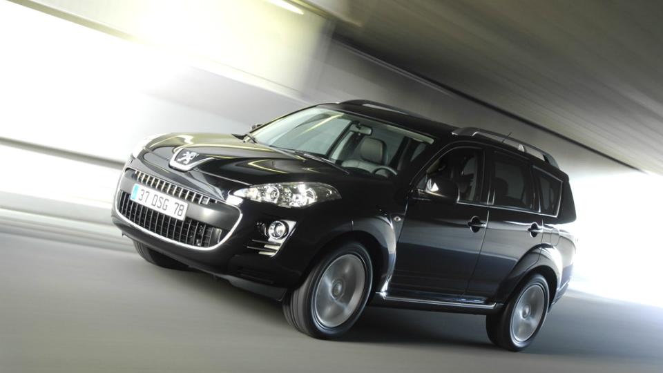 В России отзовут 2,5 тысячи кроссоверов Peugeot 4007