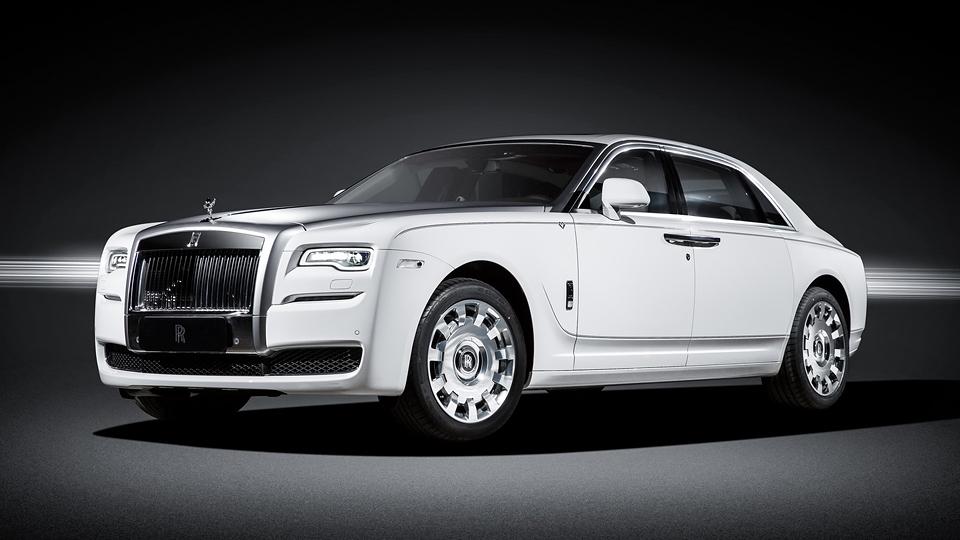 Rolls-Royce посвятил седан Ghost «вечной любви»