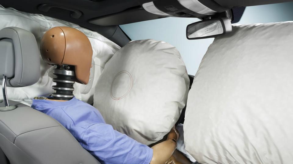 Пять миллионов машин четырех компаний отзовут из-за подушек