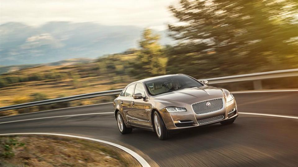 Обновленный Jaguar XJ подорожал к старту продаж в России