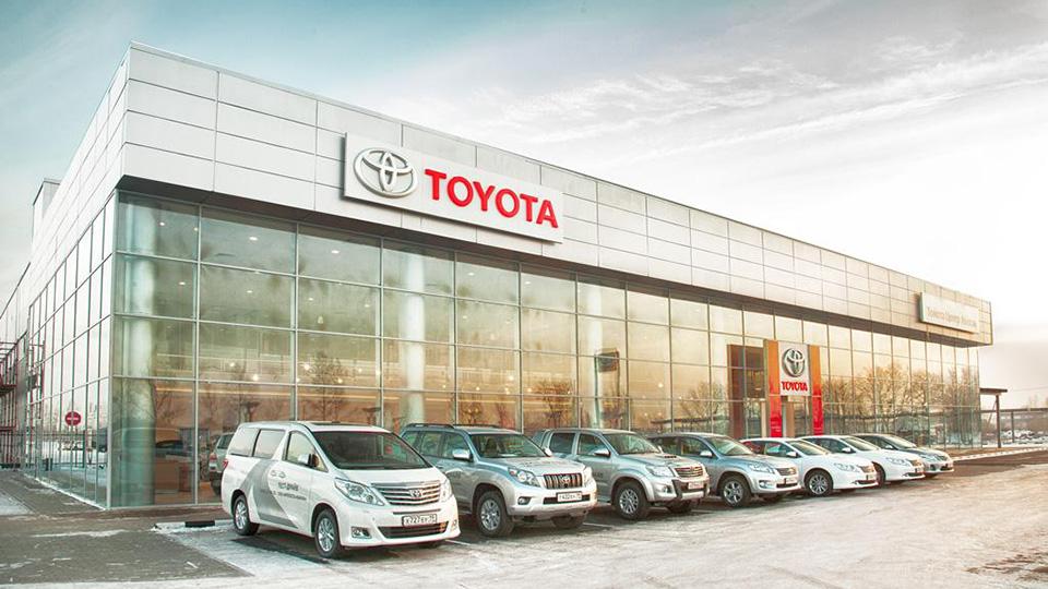 Выручка компаний от продажи машин в России упала на четверть