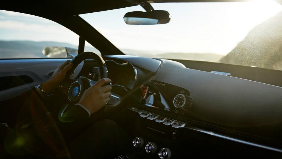 В Сети появился снимок интерьера нового спорткара Alpine