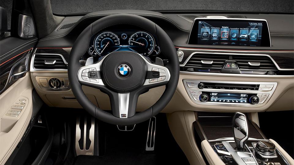 BMW M760Li разгоняется до «сотни» за 3,9 секунды. Фото 5