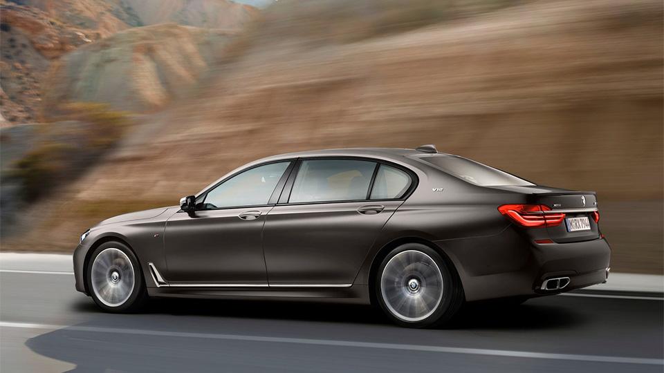 BMW M760Li разгоняется до «сотни» за 3,9 секунды