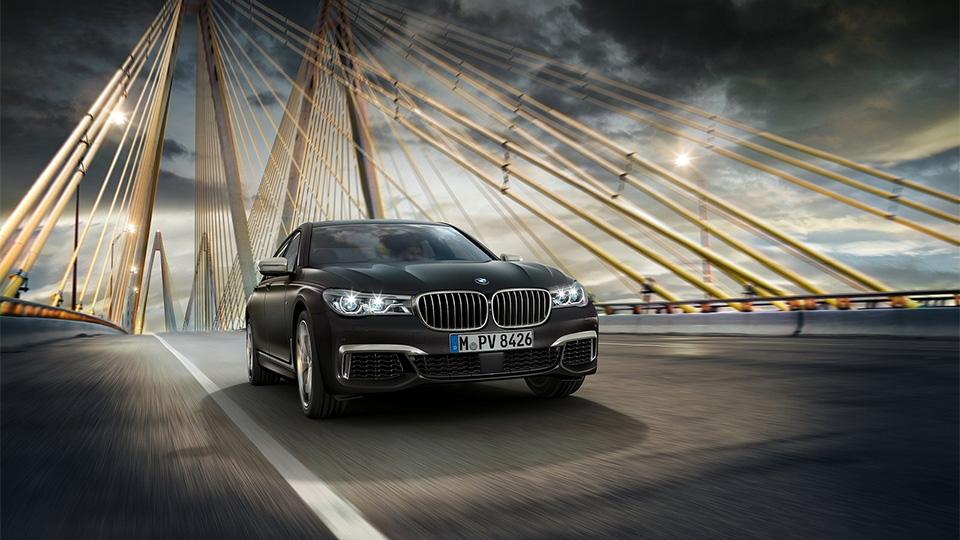 BMW M760Li разгоняется до «сотни» за 3,9 секунды. Фото 1