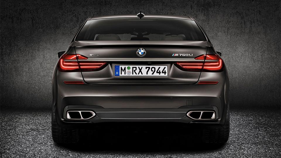 BMW M760Li разгоняется до «сотни» за 3,9 секунды. Фото 4