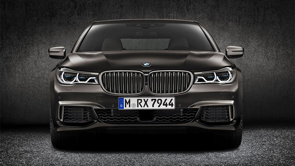 BMW M760Li разгоняется до «сотни» за 3,9 секунды. Фото 2