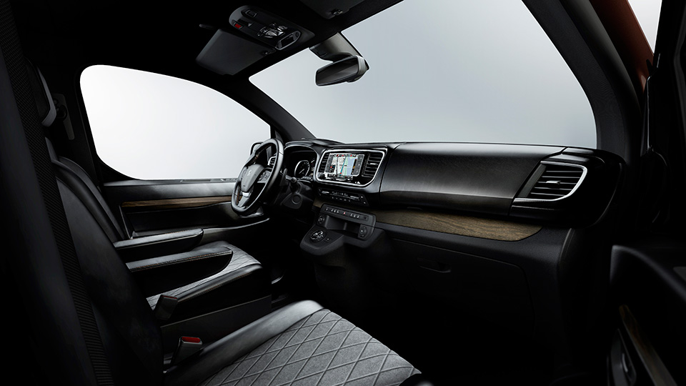 Компания Peugeot рассказала о прототипе Traveller i-Lab . Фото 3