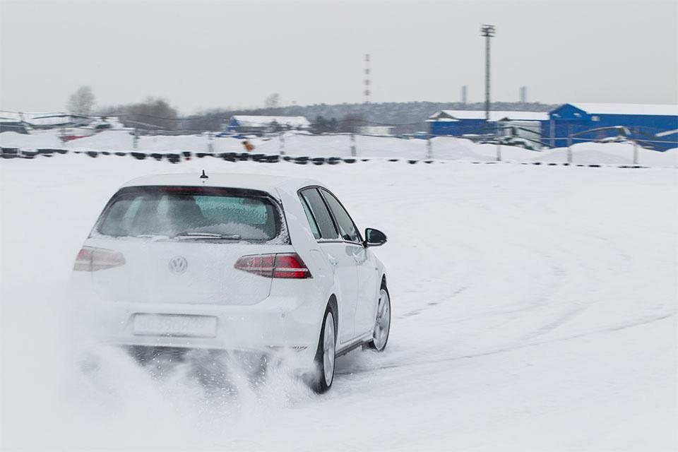 Гибридный хот-хэтч VW Golf GTE против обычного VW Golf GTI . Фото 3