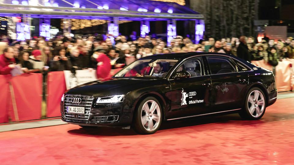 Audi A8 превратили в беспилотное VIP-такси