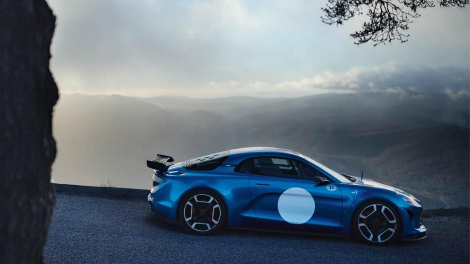 Товарное купе Alpine наберет «сотню» за 4,5 секунды. Фото 2