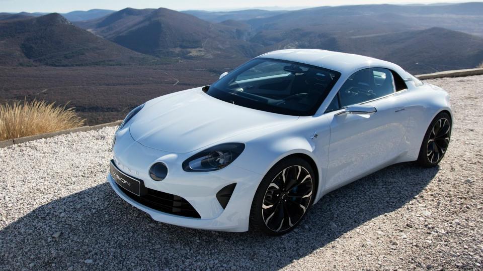 Компания Renault показала предсерийную версию спорткупе Alpine