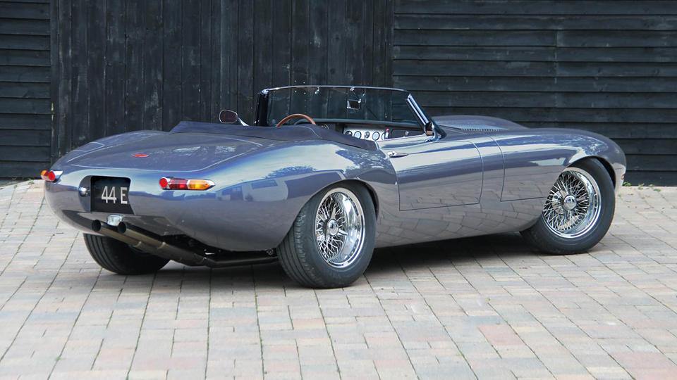 Британская марка Eagle представила новую версию родстера E-Type. Фото 1