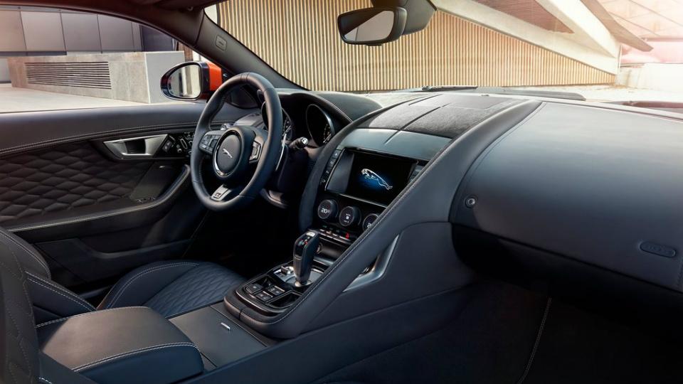 Jaguar F-Type SVR сможет разгоняться до 322 километров в час. Фото 4