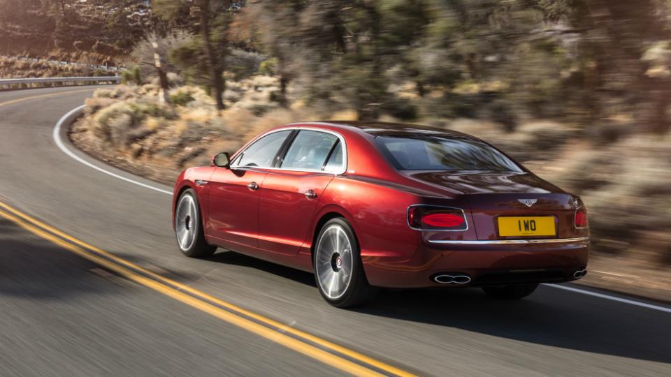 Седан Bentley  сделали мощнее и быстрее