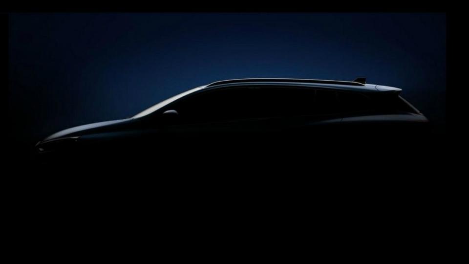 Renault выпустила тизер «спортивного» универсала Megane