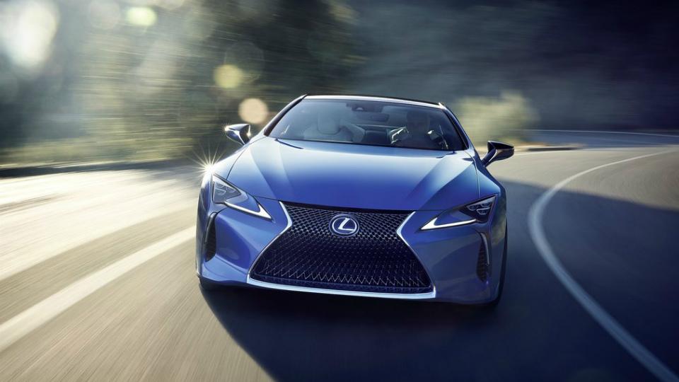 Lexus раcсказал о гибридном спорткаре LC 500