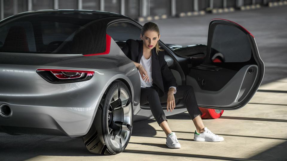 Немцы опубликовали фотографии салона концепт-кара GT . Фото 2