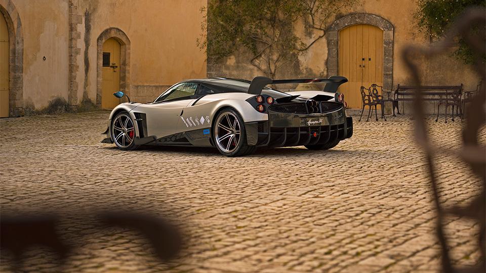 Компания Pagani представила трековый спорткар с 750-сильным двигателем