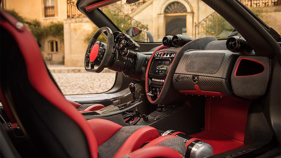 Компания Pagani представила трековый спорткар с 750-сильным двигателем. Фото 3
