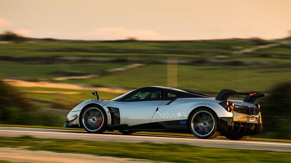Компания Pagani представила трековый спорткар с 750-сильным двигателем. Фото 1