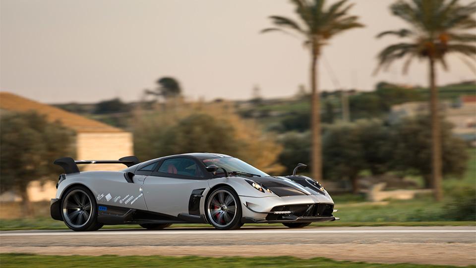 Компания Pagani представила трековый спорткар с 750-сильным двигателем. Фото 2