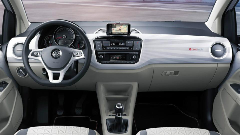 Volkswagen up! оснастили 90-сильным трехцилиндровым двигателем. Фото 1