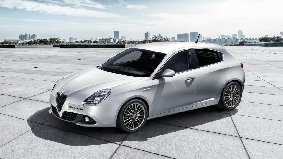 Компания Alfa Romeo обновила хэтчбек Giulietta