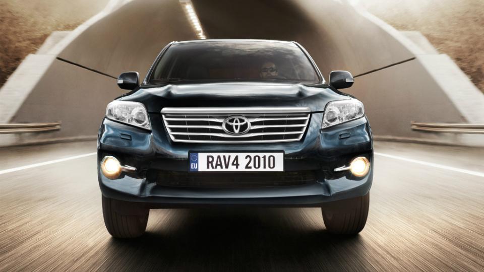 Toyota отзовет в России 141 тысячу кроссоверов RAV4