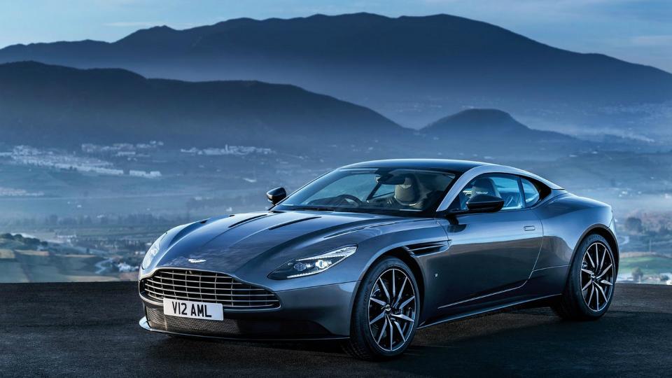 В Сети появились официальные снимки нового суперкара Aston Martin