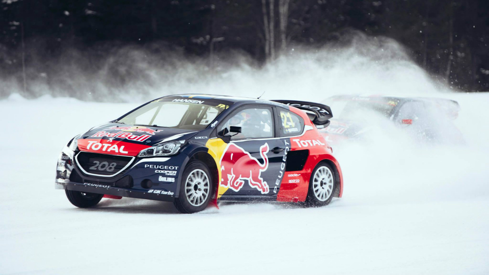 Девятикратный чемпион мира выступит в гонках на Peugeot 208. Фото 1