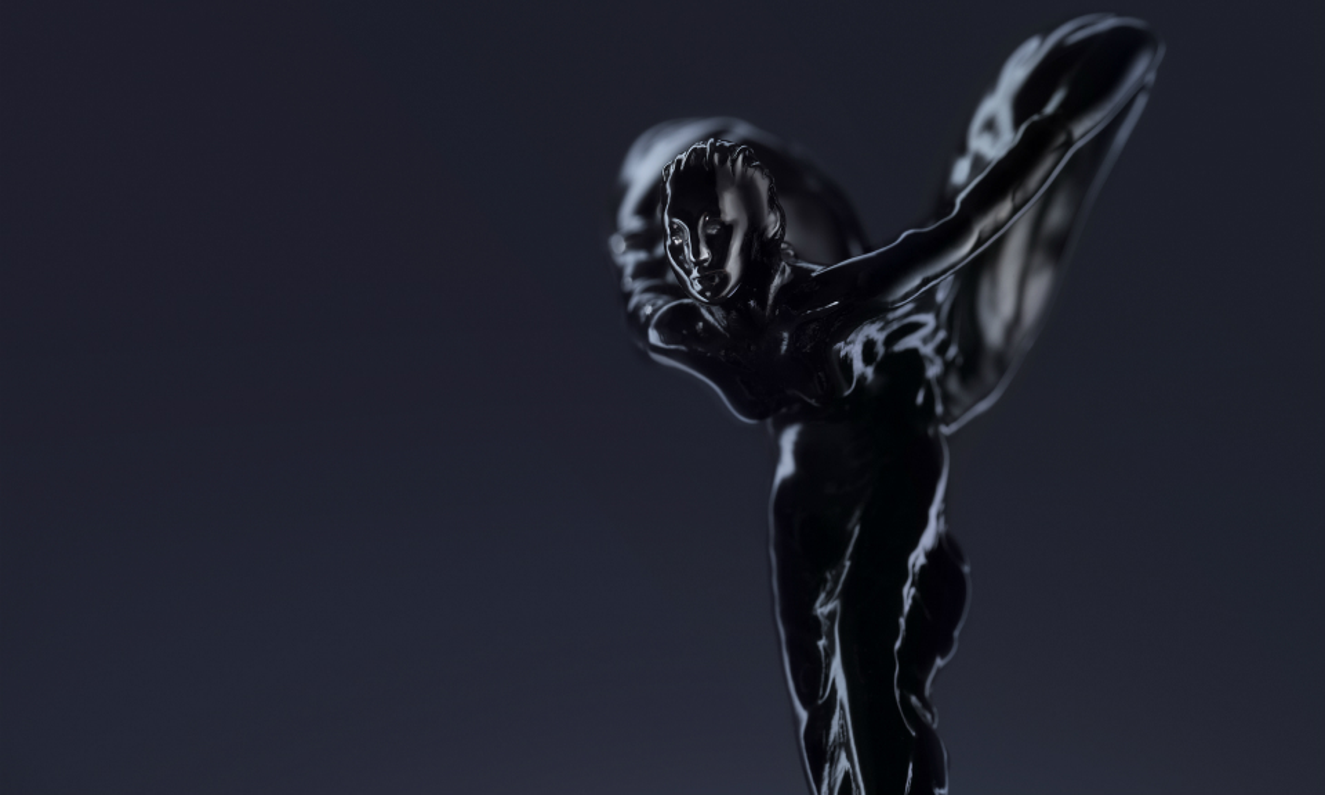 Британская марка выпустила «черные» спецверсии Ghost и Wraith. Фото 1