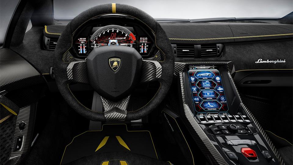 Компания посвятила своему основателю 770-сильный суперкар. Фото 4