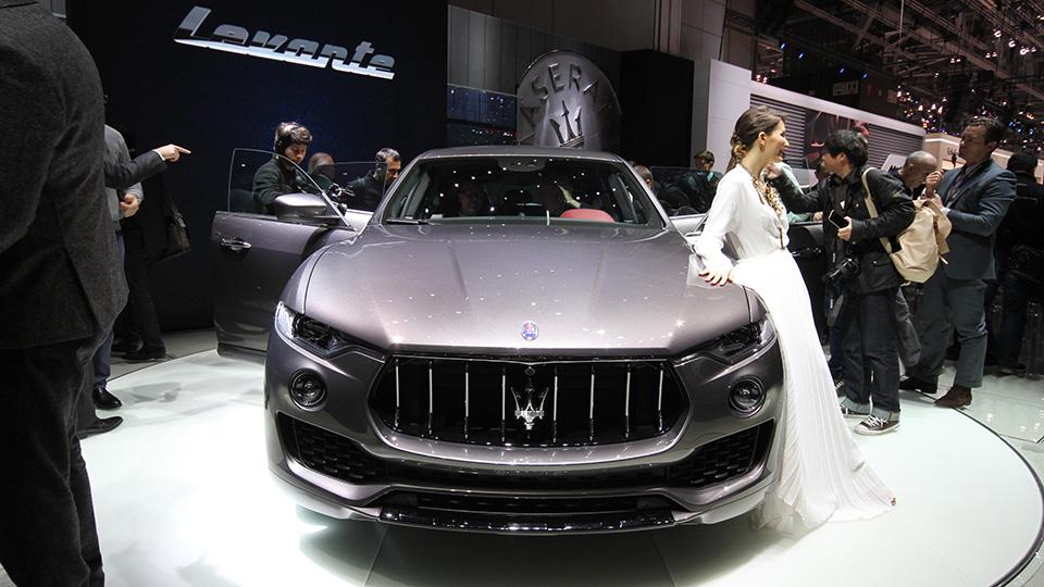 Мощнейшая версия кроссовера Maserati получила 430-сильный двигатель. Фото 2