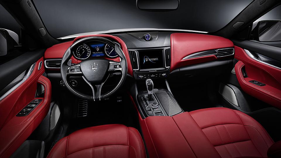 Мощнейшая версия кроссовера Maserati получила 430-сильный двигатель. Фото 3