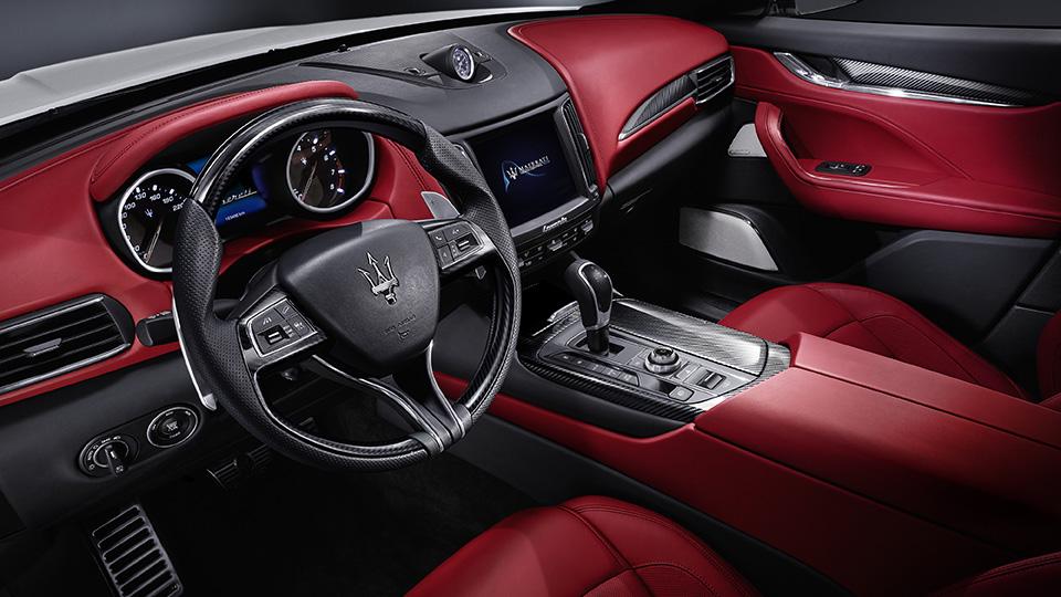 Мощнейшая версия кроссовера Maserati получила 430-сильный двигатель. Фото 4