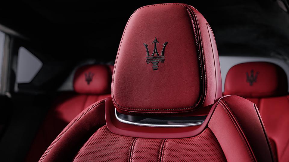 Мощнейшая версия кроссовера Maserati получила 430-сильный двигатель. Фото 5