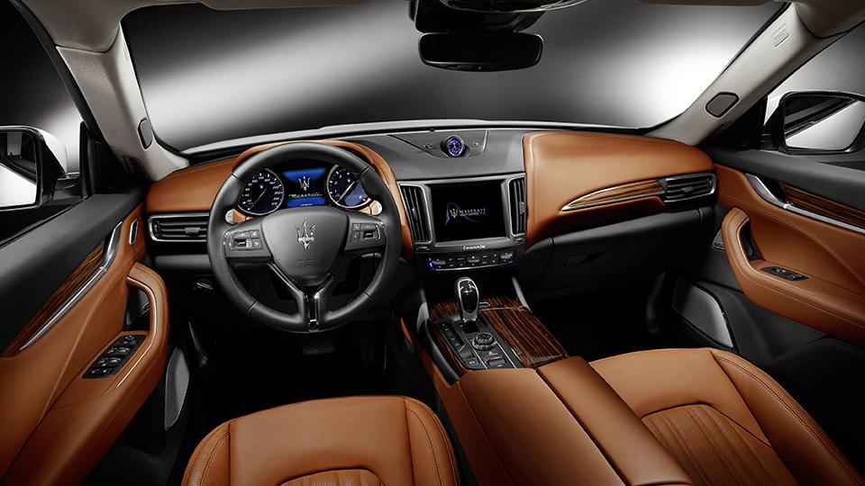 Мощнейшая версия кроссовера Maserati получила 430-сильный двигатель. Фото 6