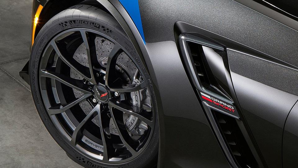 Суперкар Chevrolet получил особые колеса и технические доработки. Фото 1