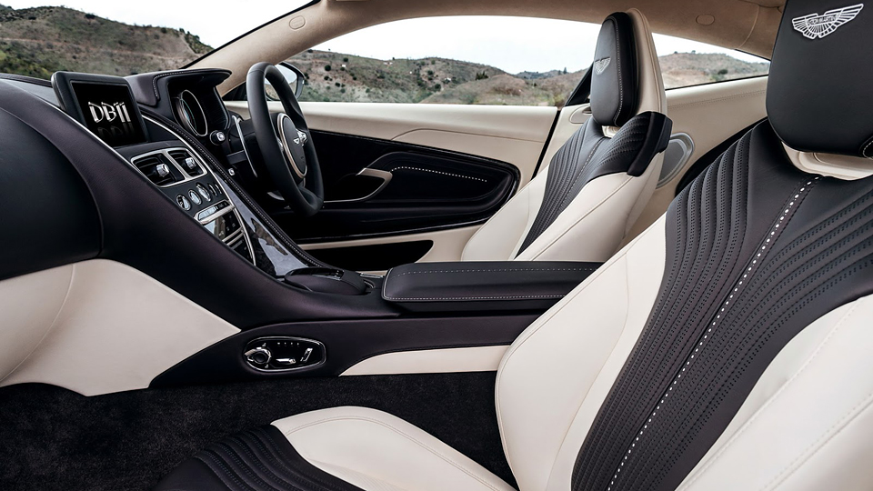 Британская марка представила на автосалоне суперкар DB11. Фото 1