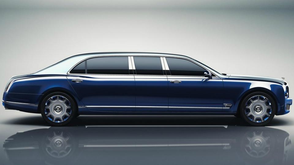 Британцы построили самую роскошную версию обновленного седана. Фото 1